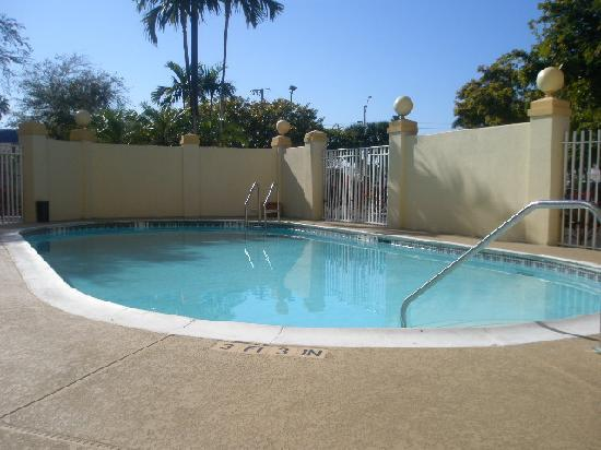 La Quinta Inn & Suites Miami Cutler Ridge: Pool area