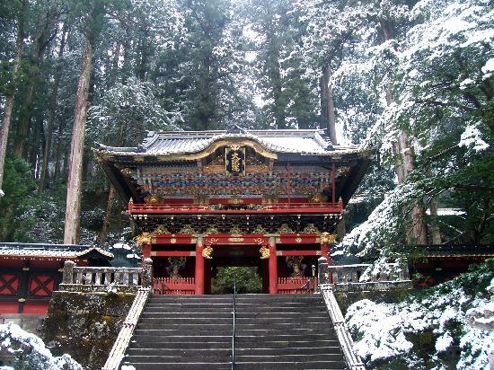 Nikko, Japan: Porte d&#39;entre du sanctuaire Taiyuin-byo