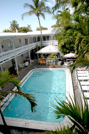 The Palms Hotel- Key West: Pool and lounge area