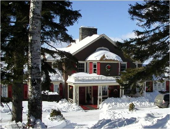 Lodge at Moosehead Lake: Sunny Winter Day at the Lodge