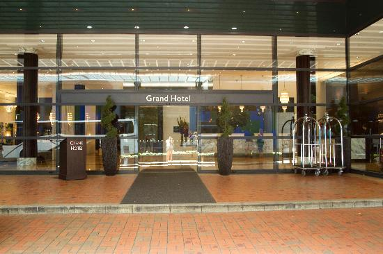 outside picture of skycity grand hotel auckland. Black Bedroom Furniture Sets. Home Design Ideas