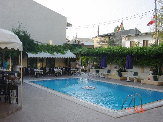 Hotel Telesilla: Swimming Pool and Bar area,