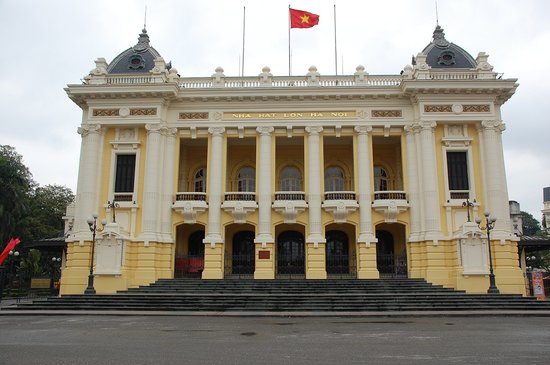 Hano, Vietnam : Opera house in Hanoi 