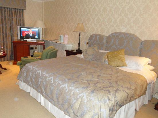 Llanddeiniolen, UK: Looks comfy.... but it wasn&#39;t!!