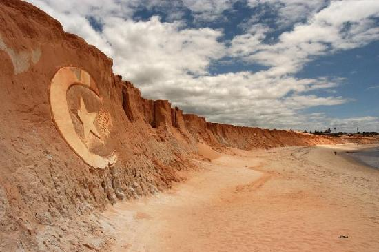 Canoa Quebrada, CE: Redcliffs and Canoa symbol