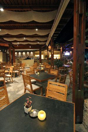 Makris Apartments: RESTAURANT