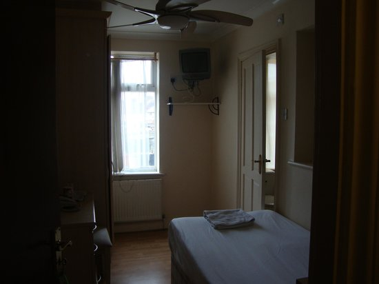 Lynch Guest House: Room