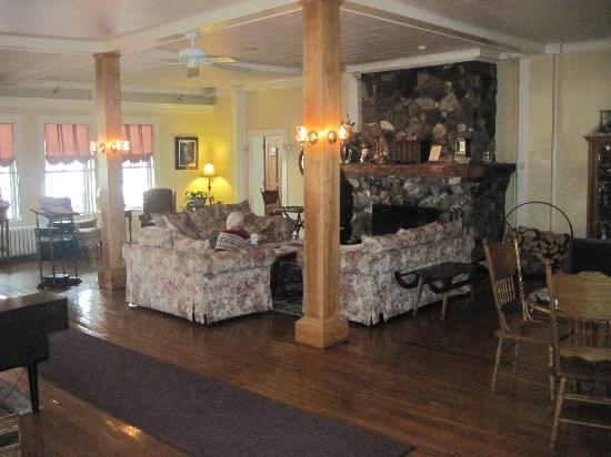 Fullerton Inn - lobby with grand fireplace