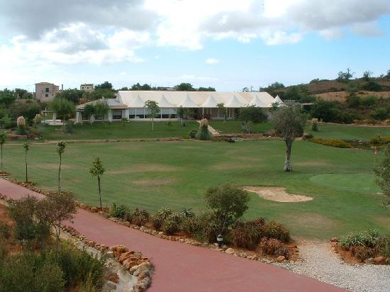 Quinta dos Poetas: View of the restaurant and part of the golf course