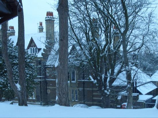 Saltburn-by-the-Sea, UK: The hotel in the snow
