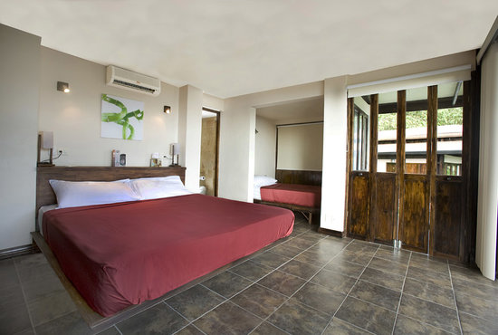 TikiVillas Rainforest Lodge: AC SeaView Villa - TikiVillas