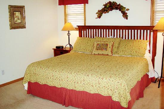 Meadow Ridge Resort: Enjoy king sized comfort in our comfortable bedrooms