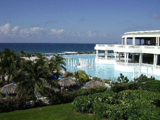 Grand Palladium Jamaica Resort & Spa: l'hotel et la piscine