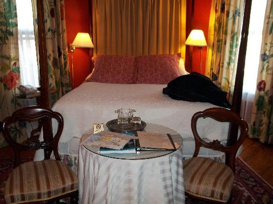 200 South Street Inn: Our room, #21