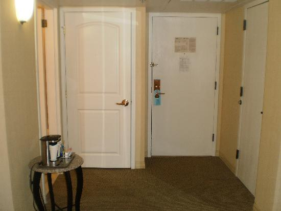 Ontario International Airport Hotel: Bedroom 3