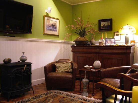 The Trem Pell Studio - The Welsh Hills Inn B&amp;B Lodging Accommodations - Granville Ohio