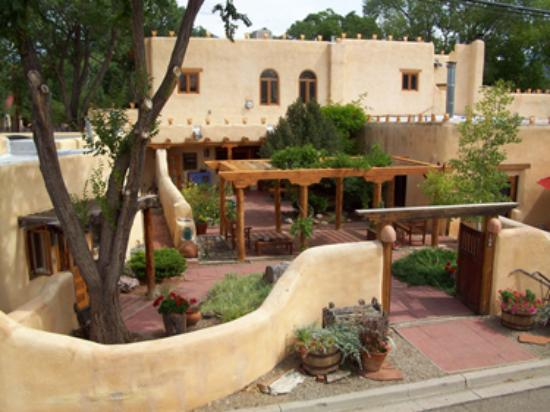 La Posada de Taos B&B: La Posada de Taos is a Historic Adobe Bed & Breakfast