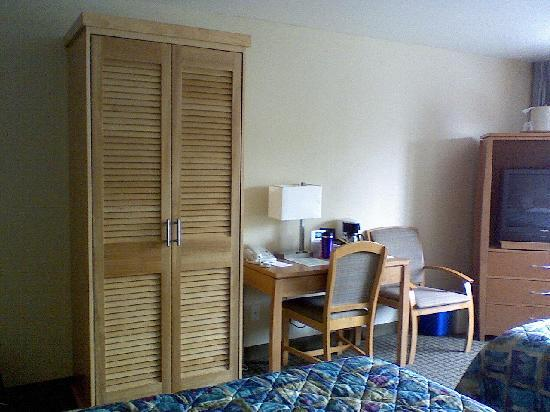 University Inn - A Piece of Pineapple Hospitality: Room