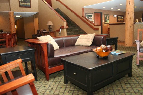 Creekside Lodge: Comfortable sitting area