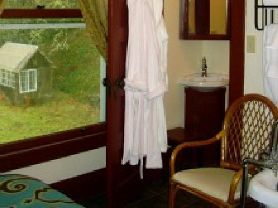 Hampton Creek Inn: Silverbrook View &amp; Robes