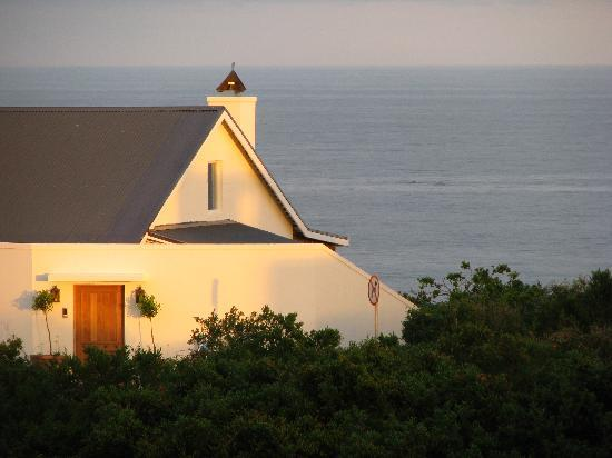 Anlin Beach House: Sunset over the ocean from the stoep.