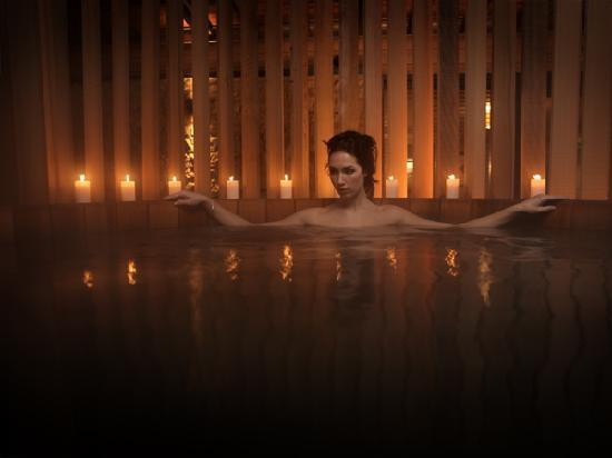 Feversham Arms Hotel & Verbena Spa: Verbena Spa hot tub