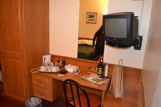 Room 206 very small picture of brunel hotel london for Very small hotels