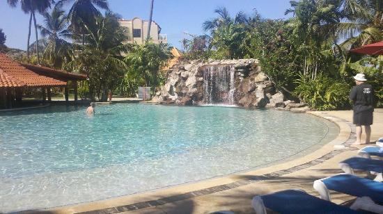 Grenada Grand Beach Resort: This is the &#39;fantasy pool&#39;, which had another waterfall on the other side, and that is the sunk 