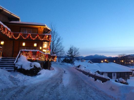 BEST WESTERN Adirondack Inn: Front of the hotel at dusk