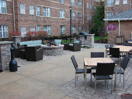 Residence Inn Cleveland Beachwood: New outdoor package for lunch and evening events