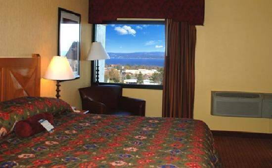 Odawa Hotel: Suite with view of beautiful Little Traverse Bay