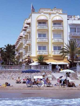 San Sebastian Playa Hotel : Hotel San Sebastian Playa Sitges - right on the beach