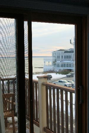 The Seaside Inn: balcony view