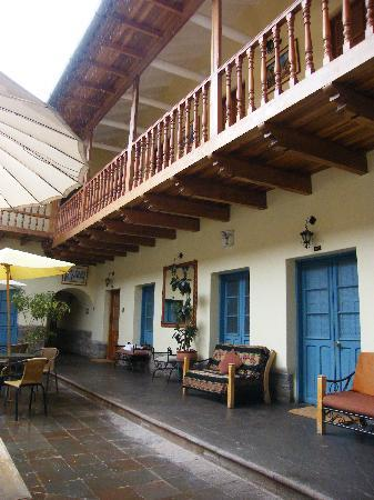 Tupac Yupanqui Palace Hotel: The central courtyard
