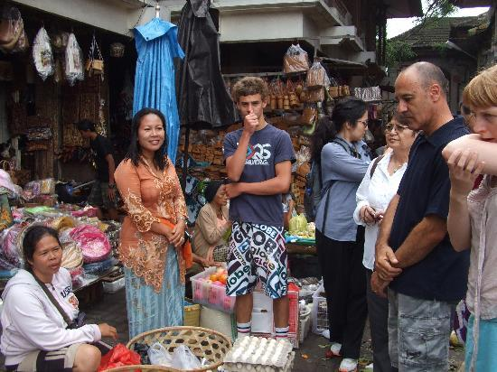http://media-cdn.tripadvisor.com/media/photo-s/01/c1/cf/06/at-the-traditional-markets.jpg