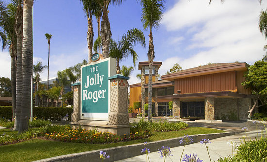 Anaheim Jolly Roger Hotel: Across from Disneyland Park