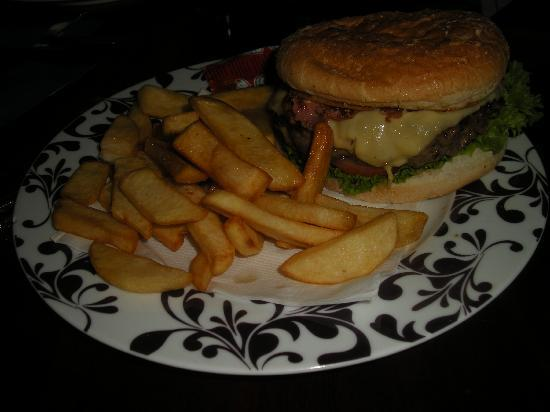 Durty Nelly's Inn: the giant beefburger!