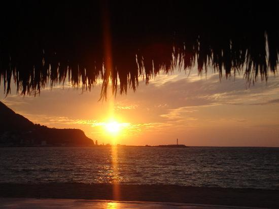 Hotel La Posada: Sunset under the Palapa