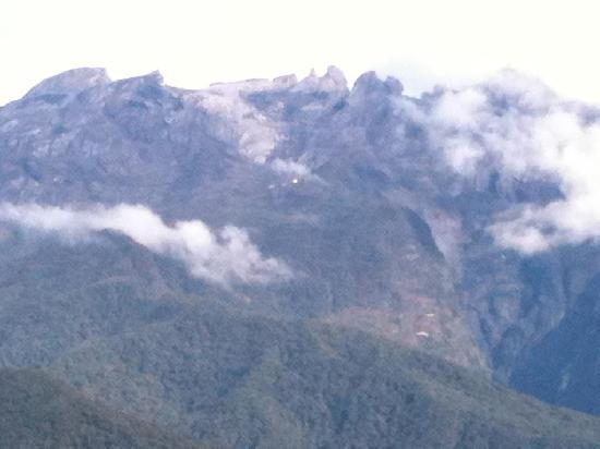 Mount Kinabalu Heritage Resort & Spa: Mt Kinabalu - view from chalet #14