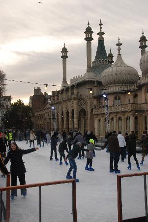 Brighton, UK: The Royal Pavilion um Weihnachten