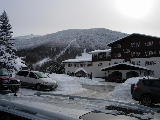Mittersill Alpine Resort: from the parking lot, Cannon Mountain and the resort
