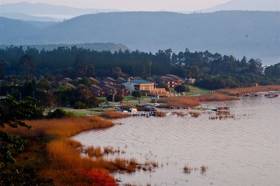 Sedgefield, South Africa: Morning view of Pine Lake