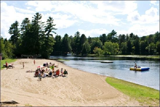 Combermere, Kanada: Beach at Pine Cliff Resort
