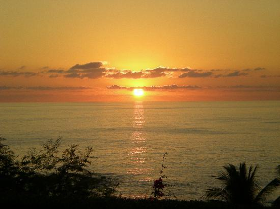 Posada Real Puerto Escondido: Sunset from the gardens overlooking Bocochoco