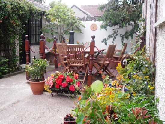 Lancaster, UK : Peaceful rear courtyard