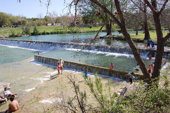 Blanco, TX: Waterfalls and pool