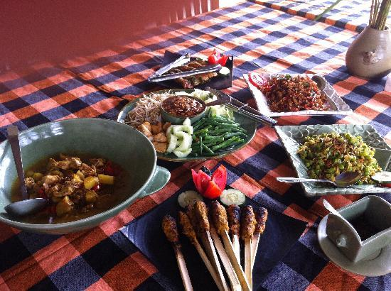 http://media-cdn.tripadvisor.com/media/photo-s/01/c2/83/30/the-feast-ready-for-eating.jpg