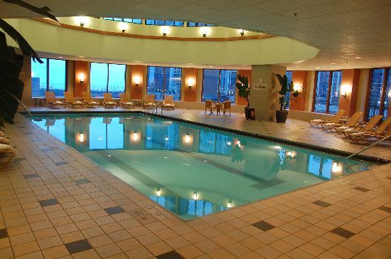 Indoor pool picture of sheraton grand chicago chicago tripadvisor for Hotel in chicago with swimming pool in room