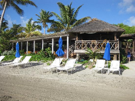 Cotton Bay Village: Restaurant at the beach