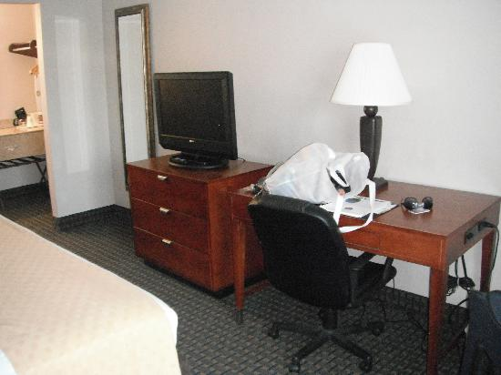 BEST WESTERN St. Augustine I-95 : Desk/TV